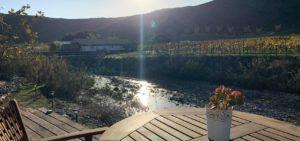 Cuatro Cuatros Valle de Guadalupe glamping river